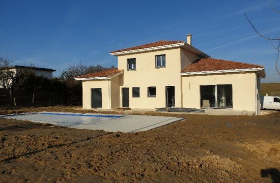 Maison individuelle à étage de 190 m² avec garage accolé de 40 m² et piscine